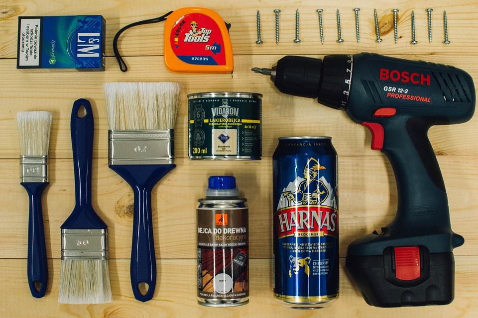 Les outils de bricolage.